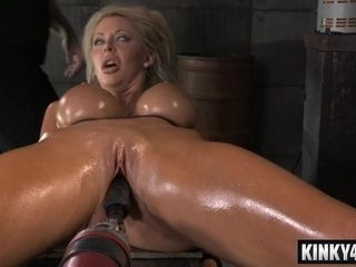 Suntanned mother Gets penetrated By bang-out Machine