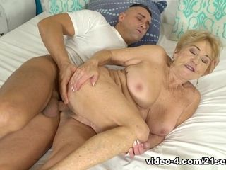 Malya in spunk On grannie! - 21Sextreme