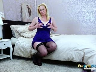 EuropeMaturE light-haired Suzie Solo fucktoys getting off