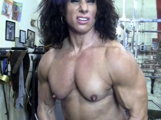 Nude dame Bodybuilder smooch My nude Muscles