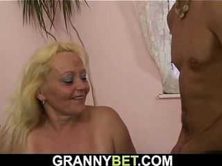 Older light-haired nymph gets her unshaved cootchie ravaged
