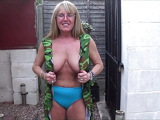 Utter Back Knicker's Army dame 2