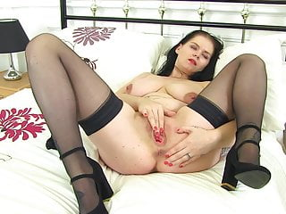 Inexperienced brit cougar Bella Deluxe with deluxe muff