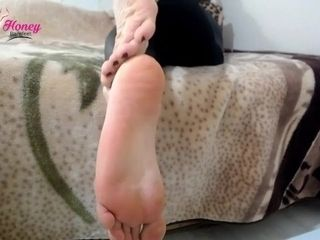 'Miss babe Barefeet sole ignore'