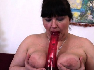 Smoothly-shaven mature hookup and popshot