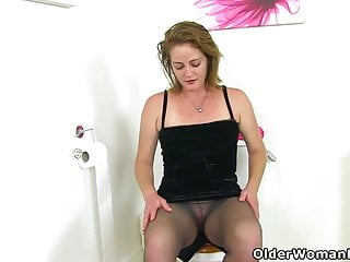 Brit cougar magnificent Jozie disrobes and plays on rest room