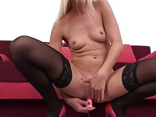 Elegant MILF squirting by way of trail