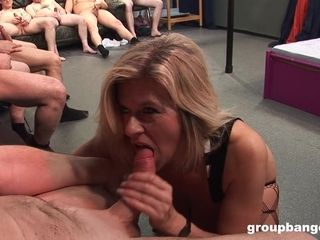 Housewife inserted by round cranks