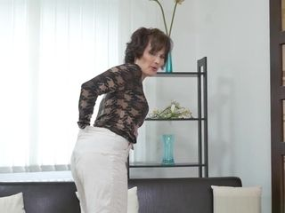European cougar Alice acute Works Her cootchie With A fuck stick