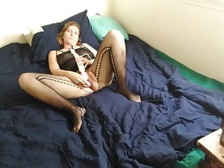 Wifey gives herself a rubdown