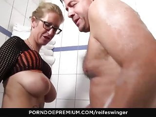 REIFE SWINGER - huge-titted German blond smashed stiff in the bathtub