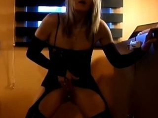 Mature coquine devant sa webcam