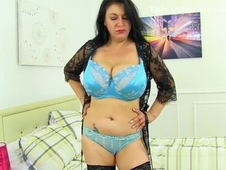 UK cougar Sabrina Jade will satisfy you with her large hangers