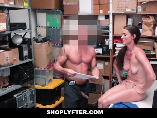 ShopLyfter - Thief mommy Gets poked by Security Guard