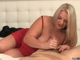 Cum-hungry mummies Got A pulsing man meat In Her arms