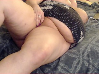 'Amateur plumper cougar plays wit her huge muff on web cam four daughters-in-law bf'