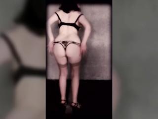 Kmille présente l'ensemble Roza Mehendi de Roza underwear