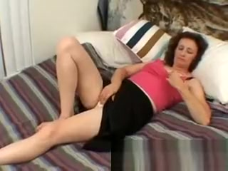 Mama finger-banging her coochie and loving