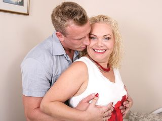 Nasty british housewife deepthroating and riding a firm bone