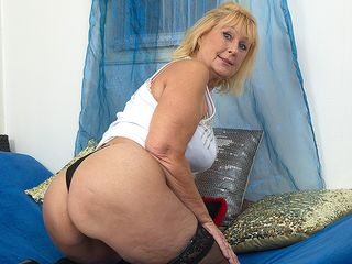 Crazy mature lady toying with her shaved coochie