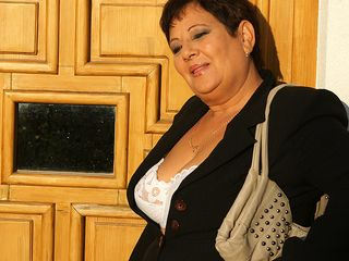 Mature Mariette gets rammed on the rest bedroom