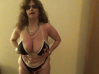 Tinja spreads Her Coors Light bathing suit