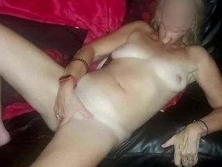'JOI with vag frolicking & Body-shaking ejaculations - brit Mature cougar trains, Plays & Cums'