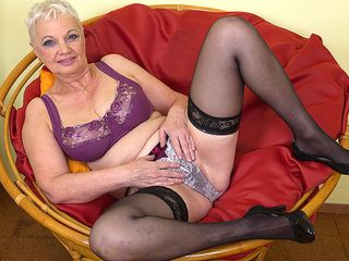 Insane mature tart playing in her chair