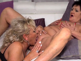 Grown up lesbians Karina together with Malinde corroding eachothers pussy
