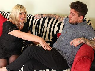 Nasty british mature biotch drilling her Rock and roll lover