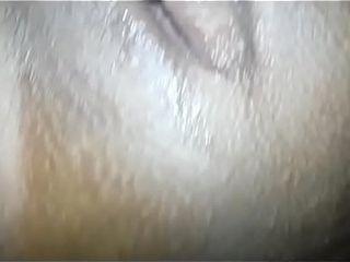 Negra rabuda sentando gostoso no pau do corno