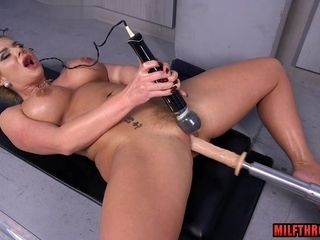 Faux-cock Machine conforms MILF's gash