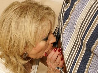 Nasty mama gets a off the hook sicko inward climax