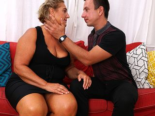 Round mature tramp drilling her toy fellow