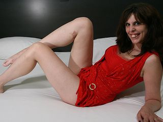 Horny housewife likes her faux-cock and shows off her super-nailing-hot dancing skills