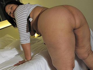 This thick bootie mama knows how to please herself
