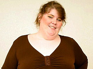 Uber-cute plus-size Ashley Gives a Head