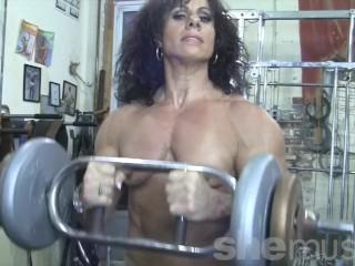 Bare chick Bodybuilder smooch My bare Muscles