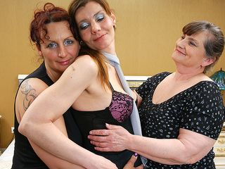 Trio all girl housewives get down and grubby
