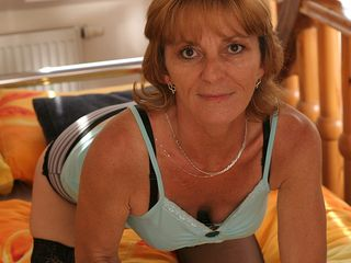 Super-naughty mature bitch getting herself wet with her toy