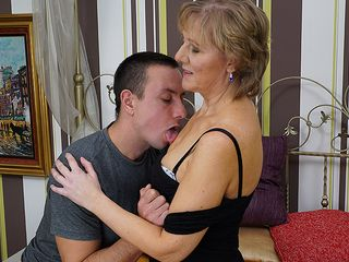 Mature housewife gets torn up by her toyboy