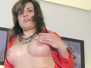 This housewife luvs to get wet and horny