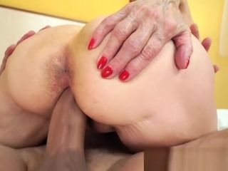 Szuzanne getting her elder twat drilled deeply by Leslie Taylor