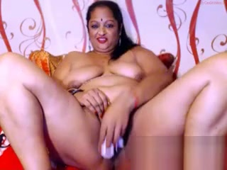 Mature Aunty plus-size web cam free-for-all Indian