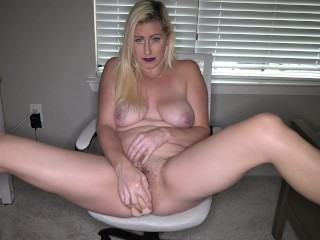 Cock-squeezing cougar fur covered coochie nutting