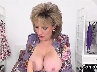 Unfaithful english mature gill ellis demonstrates her enormous funbags