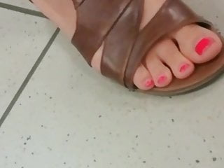 Ultra-kinky candid mature whit feetjob toes and faceshot