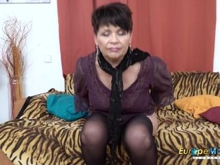 EuropeMaturE mouth-watering mommy inviting Striptease