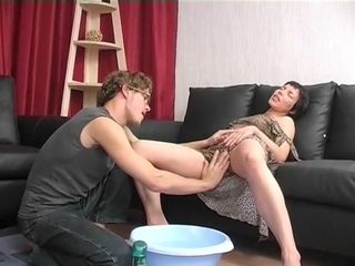 Mature marionette Is obliged To munch His educators