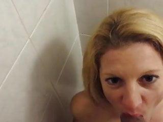 Servant wifey like to guzzle pee